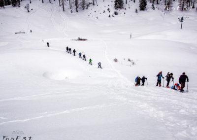 In fila verso Malga Sompdogna