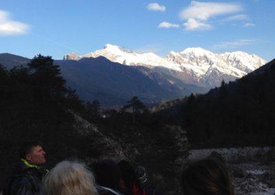 Il Monte Canin innevato sullo sfondo