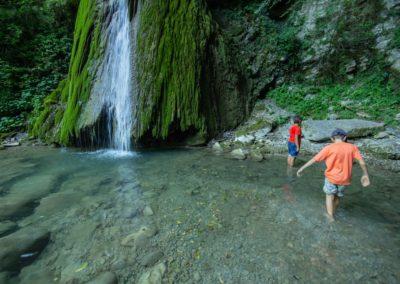 Sensazioni meravigliose di acqua fresca in estate