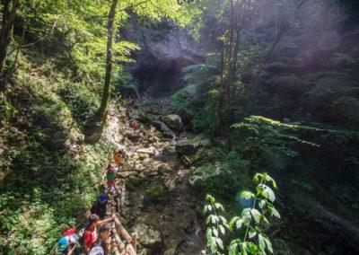 Lungo il sentiero di Cascata Kot